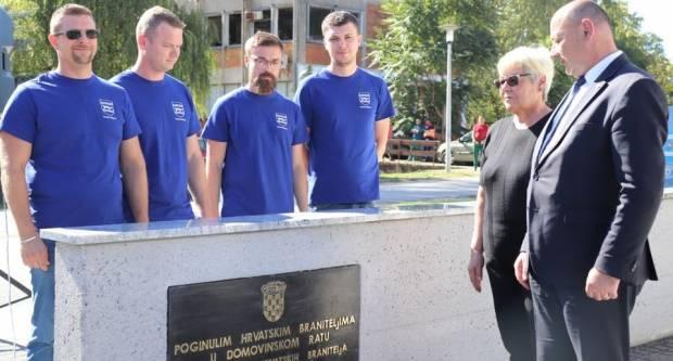 Svečano otkriveno spomen obilježje poginulim hrvatskim braniteljima Pakraca