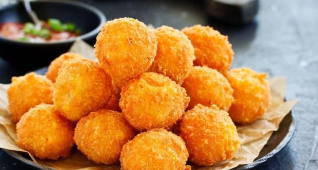 Tko je za drugačiji pohani sir? Recept za hrskave i sočne loptice mozzarelle