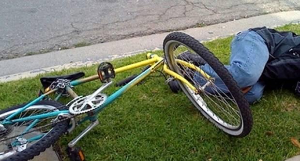 U alkoholiziranom stanju, srušio se s biciklom na kolnik