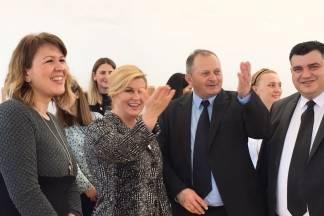 Predsjednica Kitarović posjetila mališane u jakšićkom dječjem vrtiću