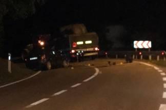 Automobilom se zabio u traktorsku prikolicu