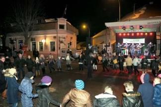 Pijani 56-godišnjak bacao predmete na izvođače na pozornici u Kutjevu